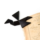 <b>七巧板及書籍<br/ >Tangram puzzle and book</b><br /><em>Yi Zhi Tang</em> Collection