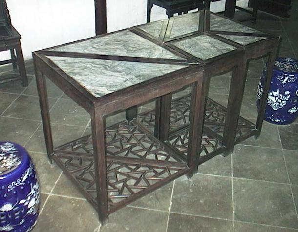 苏州留园的七巧桌